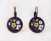 Boucles d'oreilles fleurs de cerisier japonais fond noir - cabochons dormeuses >> Cadeau de Saint Valentin >> Cadeau fille