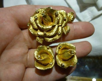 E14 Vintage Gold Tone & Rhinestones Rose Brooch with Matching Clip-on Earrings.