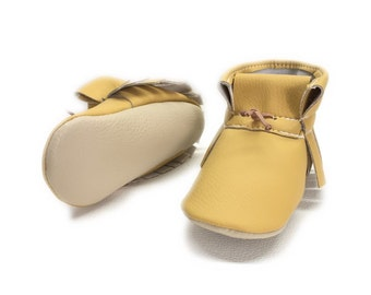 Fall vegan Baby hight top moccasins, Baby mini booties faux leather, Soft sole baby shoes