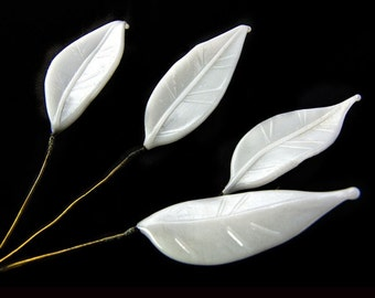 Vintage white glass leaf on wire, 25x8mm, Japan 1950 Pkg of 6. b11-bw-1035(e)