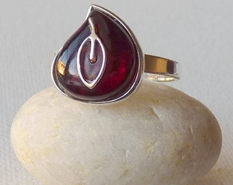 Sterling Cognac Amber Ring Vintage Modernist Cherry Baltic Amber 925 Ring, Size 9 Artistic Amber Jewelry Romantic Amber Retro Ring