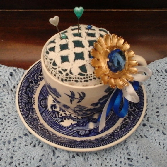 VINTAGE PIN CUSHION - Tea cup - Blue Willow Vintage - Sewing Accessory for Needles and Pins