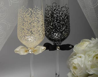Personalized wedding glasses Bride and groom champagne glasses Personalized glasses Toasting glasses Black Champagne Personalized Glasses
