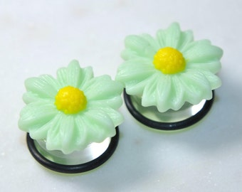 5/8 inch 16mm Plugs, Green Daisy Ear Gauges, Body Piercing Jewelry, No Flare Clear Acrylic, For Stretched Ears, Girly Cute Wedding Hiders