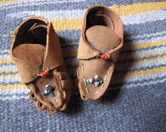Vintage Native American Miniature Leather Moccasins,  Beaded Doll Moccasins, Souvenir Toy Moccasins, Tiny Handmade Moccasins, Indian Craft