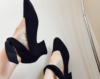 ballet kitten heels - vintage 90's ankle tie pumps - black tie front ballet heels - Women's size 7 - Euro 37 - 38