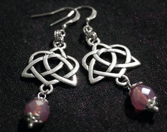 Earrings in silver with pink pearls and connectors triquetra heart