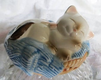 Avon Kitten in Basket 1983 Scented Ceramic Pomander Siamese Kitten