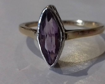 Sweet Vintage 9ct Yellow Gold Amethyst Platinum Bezel Ring