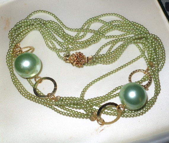 Gorgeous vintage 4 strand small green faux pearl long necklace