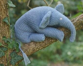 bluish elephant / bluegrey elephant