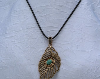 Necklace with pendant leaf template