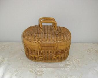 Malette osier pique nique. Wicker picnic suitcase. Vintage . France