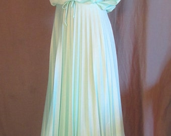 1970s Mint Green Bohemian Drapy Pleated Prom Formal Dress | Size 6 | Small | Boho Chic | Romantic Dress