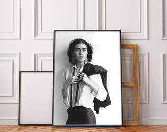 Frida Kahlo Photography PRINT, Frida Kahlo Poster, Wall Art, Frida Art, Frida Portrait, Retro Art, Black And White, Oversized Wall Art