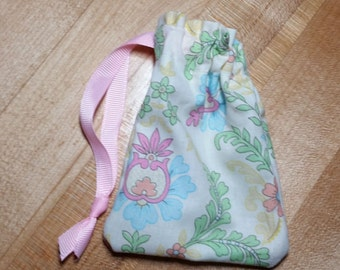 Pretty Pastel Paisley Drawstring Bag (iheartpinbags.com)