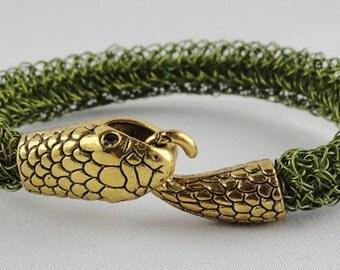 Snake bracelet olive crochet
