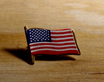 AMERICAN FLAG PIN - Great Gift!