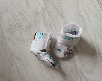 Baby booties - Stay on booties - Baby slippers - Birth gift - Baby accessories - Shower gift - Baby boy - Baby girl - Wolf - Arrow - Cactus