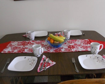 Red & white table runner with napkins