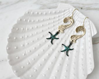 Waves earrings with starfishes, green patina, seaside ocean jewelry, gifts for surfers