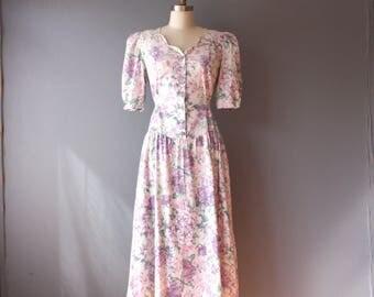 vintage 80s dress / pastel floral basque waist dress / tie back v waist dress / size 9