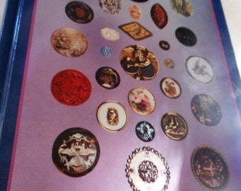 VINTAGE The Collectors Encyclopedia of BUTTONS Book by Sally Luscomb