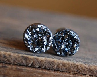0g (8mm) Gunmetal Dark Silver Faux Druzy Rough Crystal Plugs Gauges for stretched earlobes. 0g 8mm Druzy Plugs with Surgical Steel Tunnels.