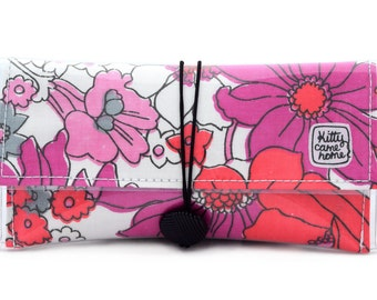 Button Clutch - floating pink floral 2 - vintage fabric