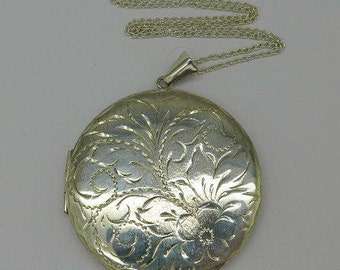 Locket - Sterling Silver Vintage Locket - Birmingham 1977 with Chain