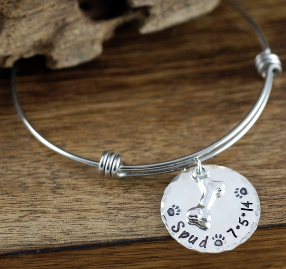 Dog Mom Bracelet, Pet Lover Bracelet, Dog Mom Jewelry,  Dog Bone Bracelet, Pet Name Jewelry, Gift for Dog Mom, Mothers day Gift
