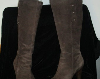 Women's Boots Tall Brown Leather  Button Decor. Leather  Boots Side zip up  SIZE 8