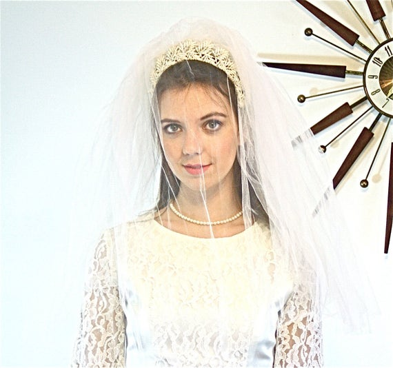 Vintage 60s Veil, 60s Wedding Veil, MAD MEN fashion, White Tulle veil, Double Net veil, lace flower veil, Head Band veil, 1960s Floral veil