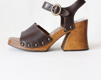 Vintage 1990s Brown Leather & Wood Heel Clog Sandals, size 7