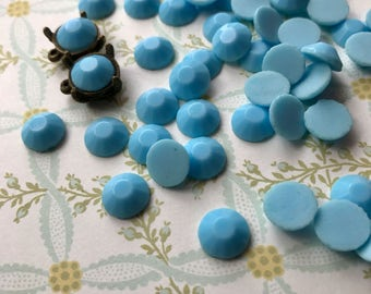 Vintage Cabochons, 9mm Round Cabochons,Opaque Blue Cabochons,Faceted Cabochons, Chalk Blue,Czech  Milk Tin Table Cut #916J