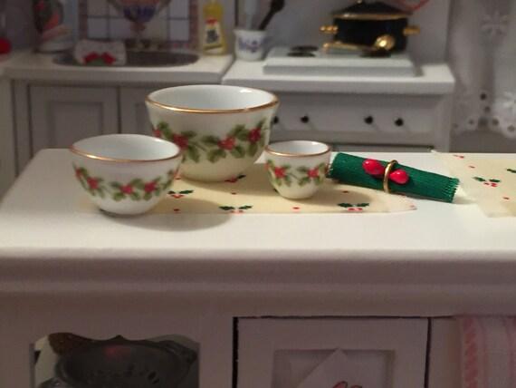 Miniature Mistletoe Porcelain Nesting Bowls, Holiday Bowls by Reutter, Dollhouse Miniature, 1:12 Scale, Dollhouse Kitchen, Decor, Table