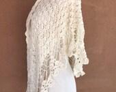 Vintage 70's - Scallop Crochet Knit Triangular Cotton Shawl