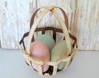 Vintage Wire Egg Basket, Metal Basket with Eggs, Vintage Easter, Wire Basket, Farmhouse Basket, Metal Basket, Easter Basket