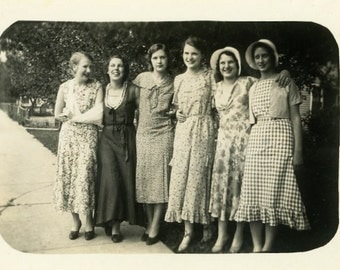 "Vintage Photo ""Friendships Forever"" Snapshot Antique Photo Old Black & White Photograph Found Paper Ephemera Vernacular - 127"