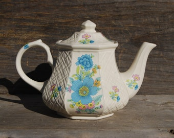 Vintage Floral Quilted Teapot, Sadler England