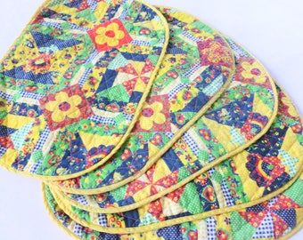 Quilted Calico Placemats Set Red, Yellow, Green, Blue Daisies Cheater Quilt Fabric