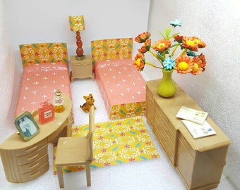 Plasco Bedroom Furniture Vanity Toy Dollhouse Traditional Style 1944 Tan Coral   Art Deco Twin Beds