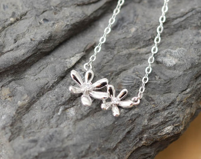Flower Necklace, Flower Pendant, 925 Sterling Silver Necklace, Crystal Necklace, Crystal Pendant, Bridesmaid Gift, Bridesmaid Necklace,