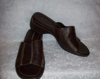 Vintage Ladies Brown Leather Sandals Slides by Liz Claiborne Size 7 Only 6 USD