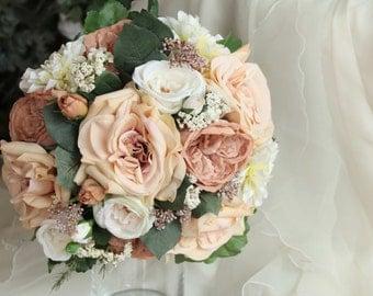 Vintage style wedding bouquet. Cabbage roses, dahlias, wildflower bouquet. Cream, caramel and latte flowers. Silk bouquet, wedding flowers