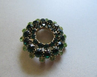Green Rhinestone Pin Brooch Wreath Christmas Vintage Costume Jewelry Emerald Lime Mad Men Xmas Holiday