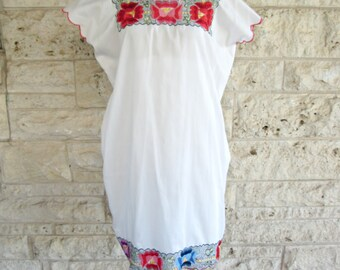 Mexican Dress Two Piece Vintage Yucatan Dress White Floral Embroidered Mexico Dress Medium or Large
