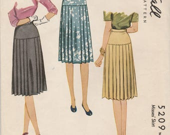 1940s Classic Pleated Skirt Pattern McCall 5209 Waist 24
