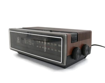 1970s Flip Clock and Radio Wood Grain Plastic General Electric Model Electric Alarm Clock Radio