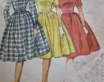 1960s One Piece Dress Sewing Pattern /McCalls 5471 /3 Proportioned Sizes / Bust 34